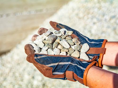Lakeland Coarse in hands