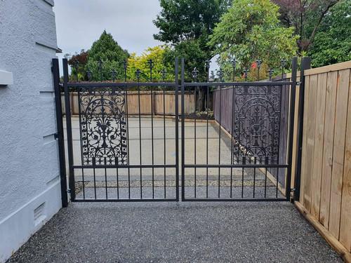 Decorative driveway gate