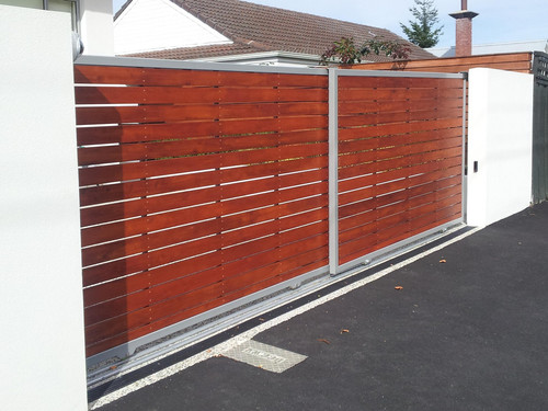 Wood and metal automatic gate