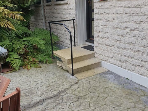 Safety handrail to prevent falls