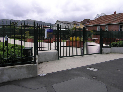 Decorative steel fence by Otago Engineering for the University