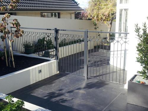 Smaller side gate