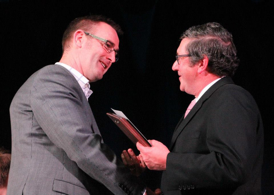 Director Murray Cockburn receiving award from Keith Hovell