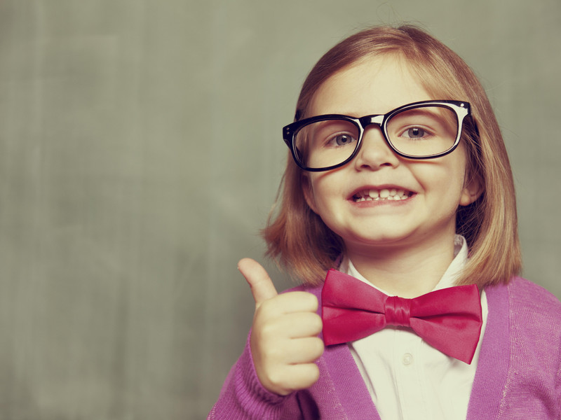 Thumbs up girl shows that Turboweb provide great tech support