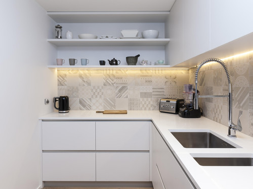 The kitchen uses the finest quality hardware, fittings, mosaic tiling and marble.