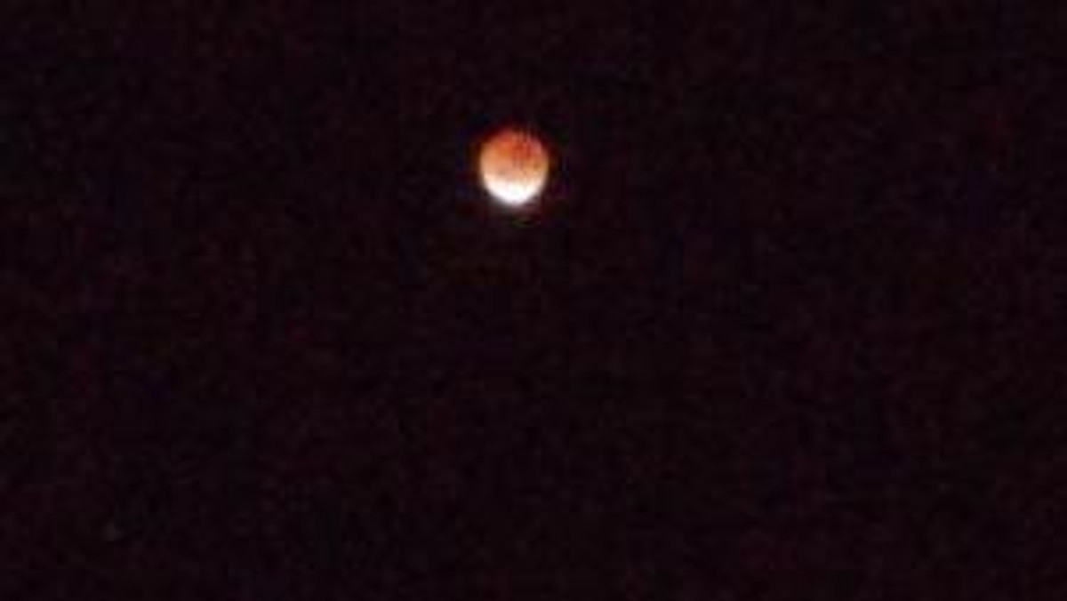 ... revealing the blood moon ...