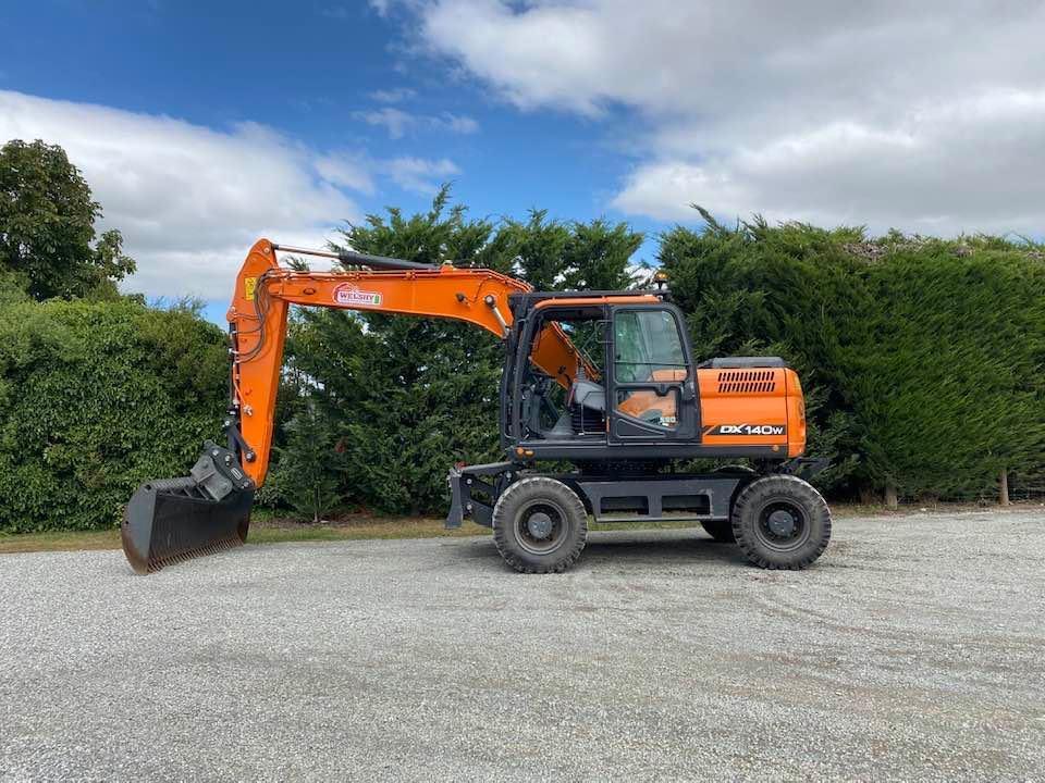 Welshy Contracting new Doosan digger on wheels