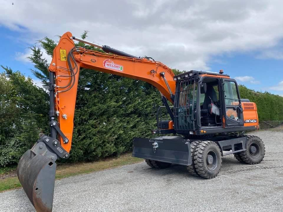This Doosan digger on wheels is ideal for clearing out drains