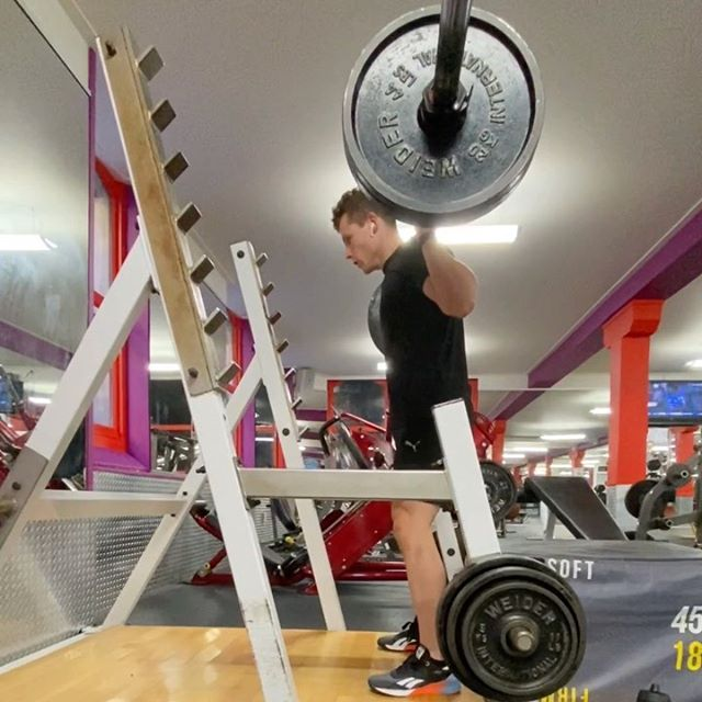 Box squat . Here's a great way to improve your confidence and spacial awareness if you are struggling with depth in your barbell squats . The box should be low enough that your thighs are parallel with the floor and when your hips back, be sure to just tap the box instead of fully sitting down and resting to keep the tension on your leg muscles 💪🏼  . . . pt #lesmills #workout #program #exercise #lifestlye