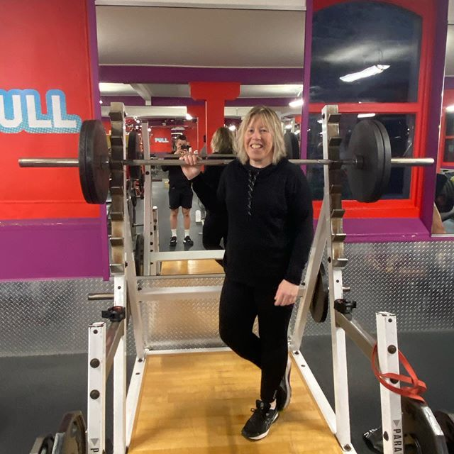 Jane is very happy with her 100kg 3 rep max squat! Although, she wasn't happy that I didn't make it heavier as shes not a fan of taking things slow 😂 looking forward to seeing her 1 rep max next week 💪🏼 . . . #pt #lesmills #workout #program #exercise #client #weights
