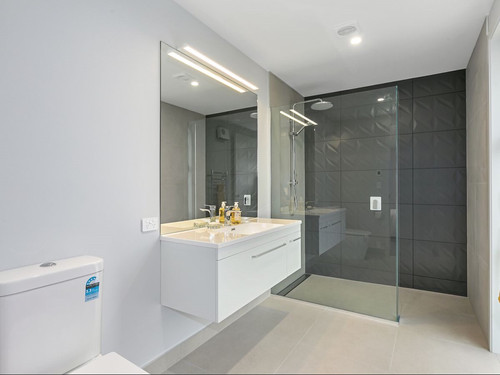 Feature wall in the bathroom adds interest