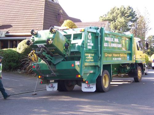 660L Wheelie Bin being emptied by Southern Transport Truck #17 Rear loader