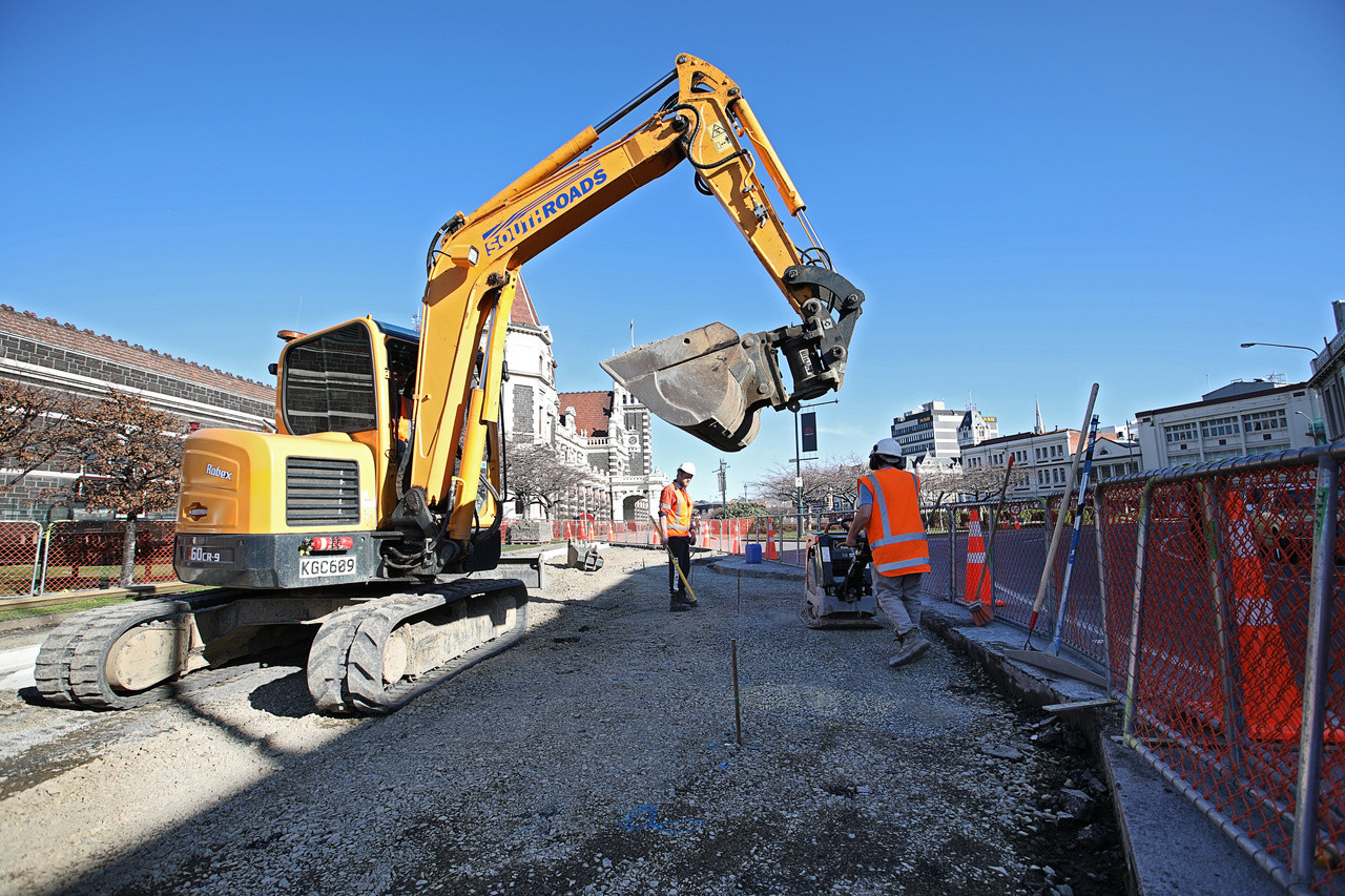 SouthRoads excavator at Dunedin Train Station
