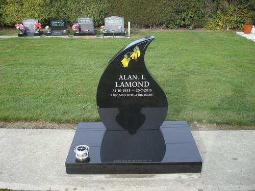 Teardrop gravestone with Kowhai addition