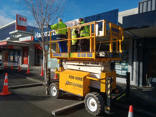 Harcourts sign going up with the Signworks team