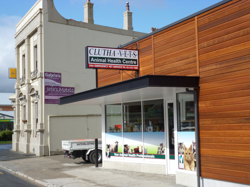 Clutha Vets Lawrence building signage